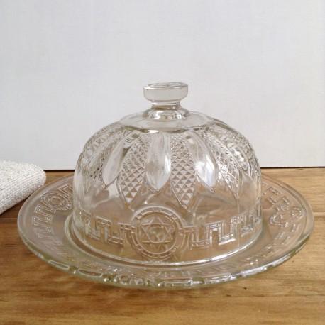 Cloche et assiette ancienne en verre moulé.
