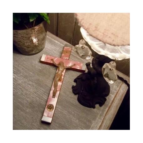 Crucifix Nacre Rose