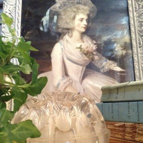 Pique fleurs en verre ancien
