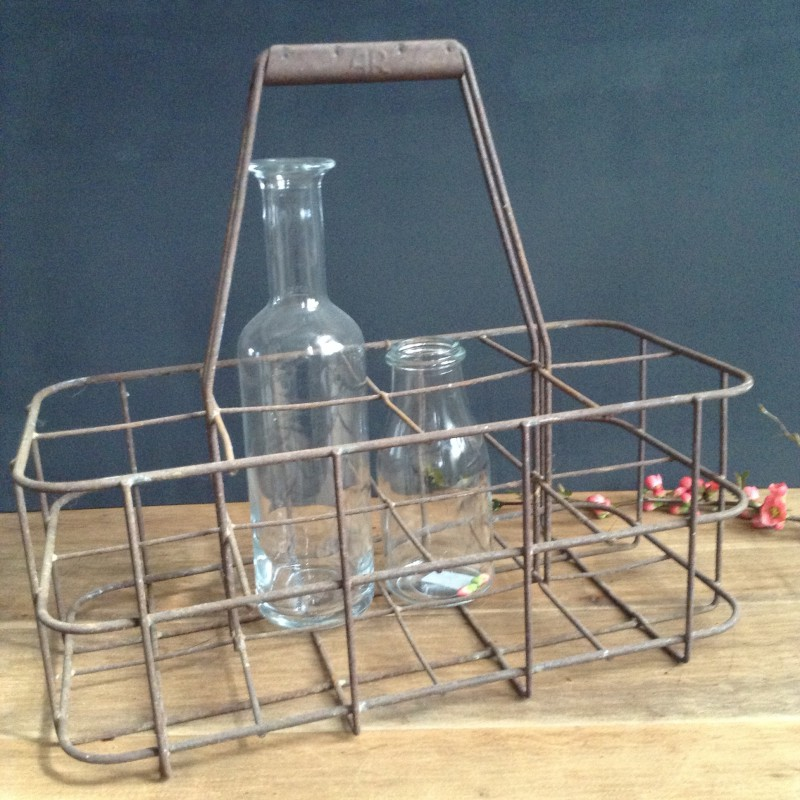 casier bouteille ancien compartiments en m tal rouill. Black Bedroom Furniture Sets. Home Design Ideas