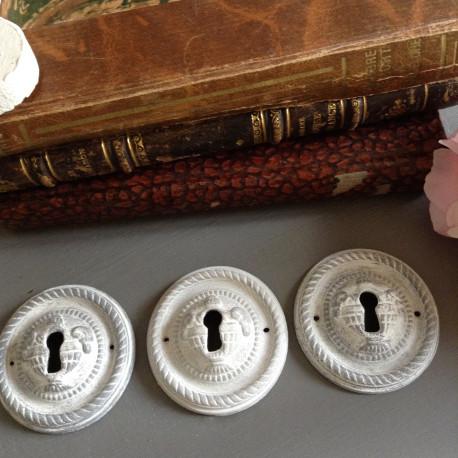 serrures anciennes en bronze patin es gris de style louis xvi. Black Bedroom Furniture Sets. Home Design Ideas