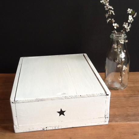ancien casier d 39 atelier mercerie en bois compartiments patin blanc. Black Bedroom Furniture Sets. Home Design Ideas