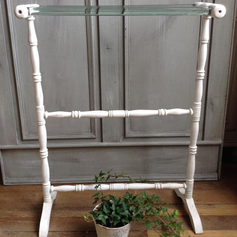 porte serviette en bois art d co patine blanche avec barre en verre. Black Bedroom Furniture Sets. Home Design Ideas