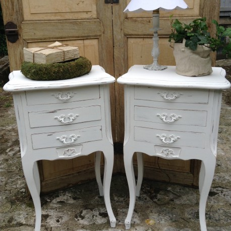 paire de chevets style louis xv rocaille patin e blanc. Black Bedroom Furniture Sets. Home Design Ideas