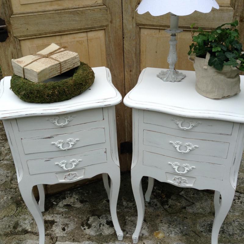 paire de chevets style louis xv rocaille patin e blanc avec 3 tiroirs. Black Bedroom Furniture Sets. Home Design Ideas