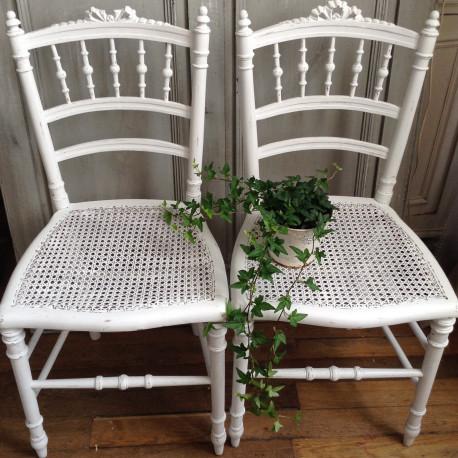 chaise style Louis XVI patine à l\'ancienne blanche assise et dos canné