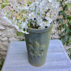 Vase en Fonte Gris Fleur de Lys