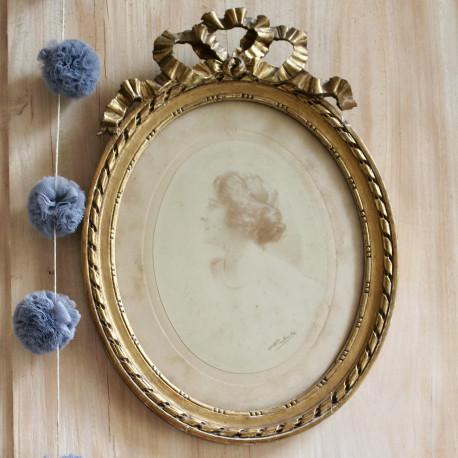 gravure ancienne portrait jeune femme 19 me dans son cadre dor ovale. Black Bedroom Furniture Sets. Home Design Ideas