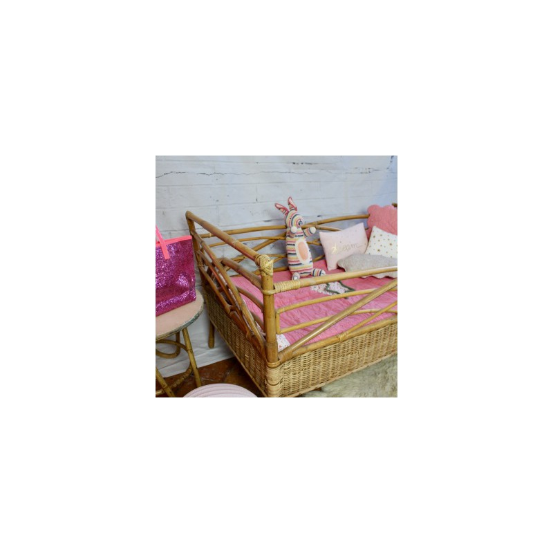 lit pour enfant ou b b en rotin bambou naturel vintage ann es 50. Black Bedroom Furniture Sets. Home Design Ideas