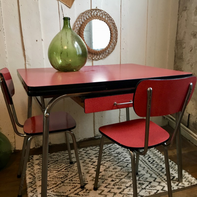 Table et chaises de cuisine en formica rouge vintage for Table de cuisine annee 50