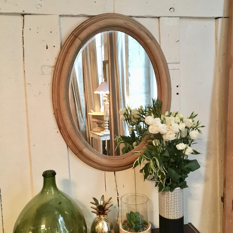 miroir ancien ovale rond en bois brut blond naturel et bord sculpt. Black Bedroom Furniture Sets. Home Design Ideas