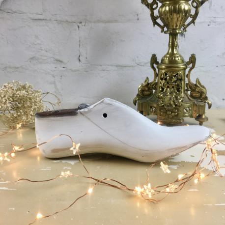 embauchoir forme chaussure ancien en bois patin l 39 ancienne blanc. Black Bedroom Furniture Sets. Home Design Ideas