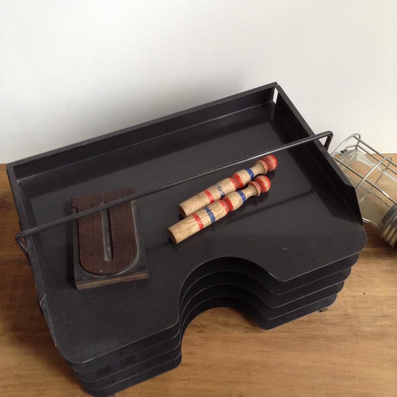 ancien casier d 39 atelier mercerie en bois compartiments m tal noir. Black Bedroom Furniture Sets. Home Design Ideas