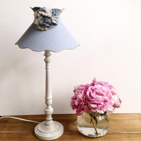 lampe bois patine blanc craie abat jour lin bleu ciellin. Black Bedroom Furniture Sets. Home Design Ideas