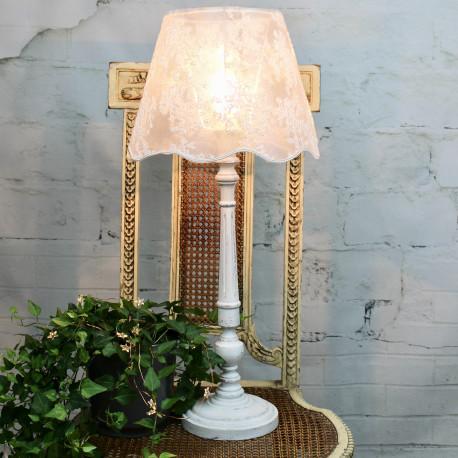 lampe bois patine blanc craie abat jour en dentelle blanche. Black Bedroom Furniture Sets. Home Design Ideas