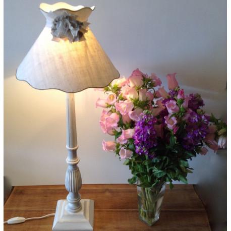 lampe bois patine blanc craie et abat jour chanvre blanc grand mod le. Black Bedroom Furniture Sets. Home Design Ideas