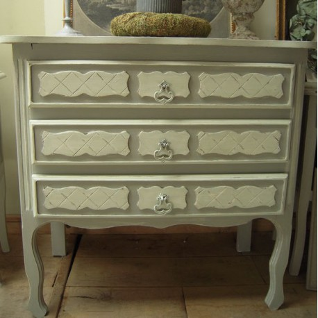 commode ancienne forme galb e 3 tiroirs patin gris gustavien. Black Bedroom Furniture Sets. Home Design Ideas