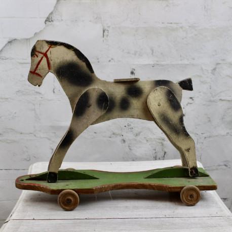 Cheval de Bois Ancien à Roulette