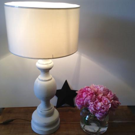 Lampe Patine Blanc Grisé et son abat Jour Blanc